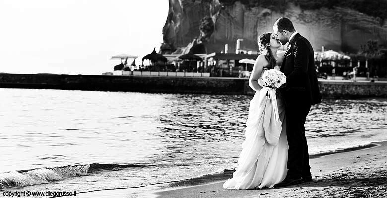 Matrimonio Spiaggia Napoli : Matrimonio sulla spiaggia fotografo napoli