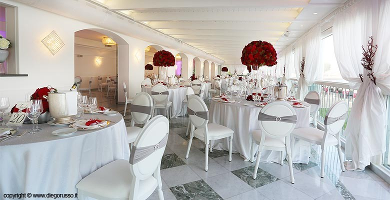 Matrimonio Tema Rose Rosse : Centrotavola di rose rosse fotografo matrimonio napoli