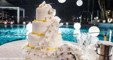 Foto Torta Matrimonio Con Decorazioni Gialle