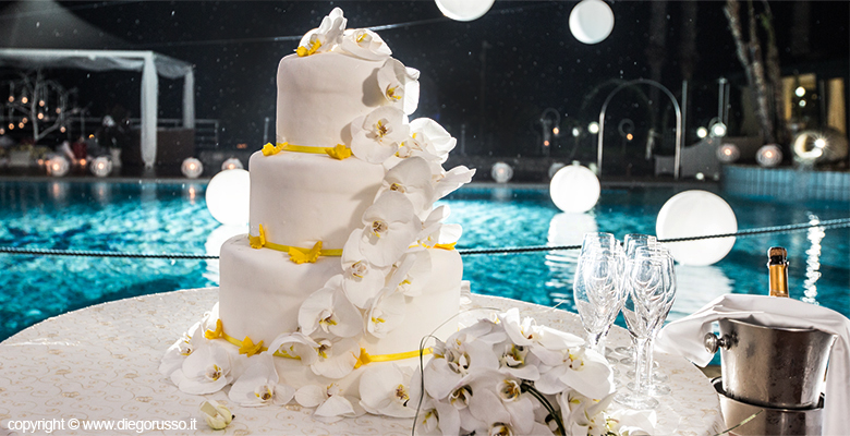 Matrimonio Tema Giallo : Wedding cake decorazioni in giallo fotografo