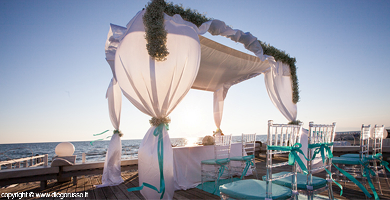 Matrimonio Spiaggia Ladispoli : Il matrimonio celebrato in spiaggia fotografo