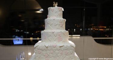 wedding cake con cuori in rilievo