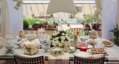 Tavolo dei dolci a casa degli sposi