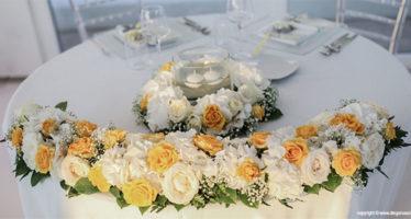 Decorazioni floreali tavolo degli sposi