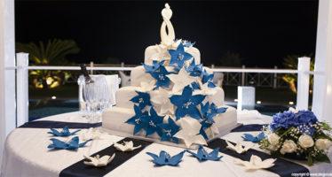 Wedding cake: dettagli in blu