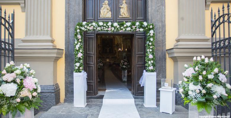 Chiesa: l'arco di fiori