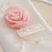 Segnaposto: una rosa profumata