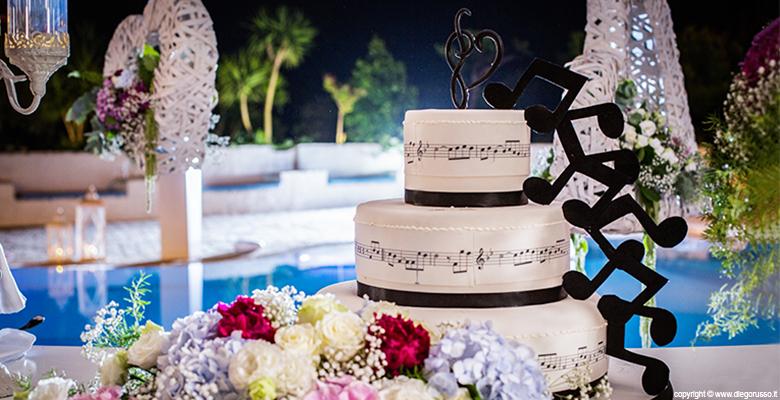Una torta dalle note musicali