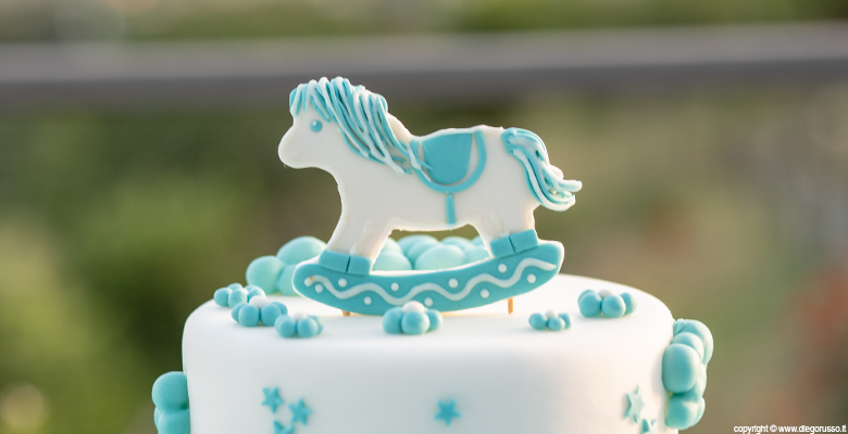Cake topper: un baby pony