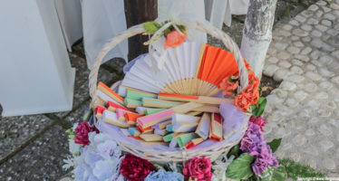 Matrimonio in estate: ventagli colorati