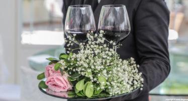 L'arrivo degli sposi: il brindisi
