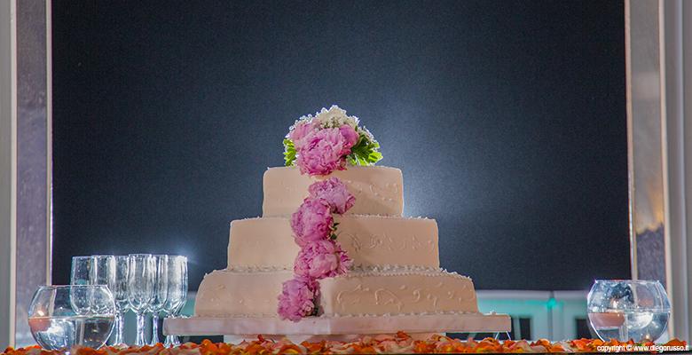 Una torta di peonie