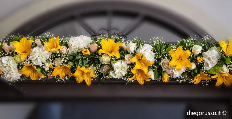 Decorazioni floreali: gigli gialli