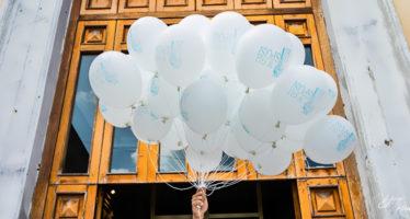 Chiesa: lancio dei palloncini