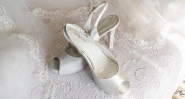 Scarpe spuntate per sposa