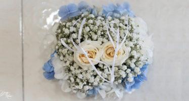 Cuscino di fiori per fedi