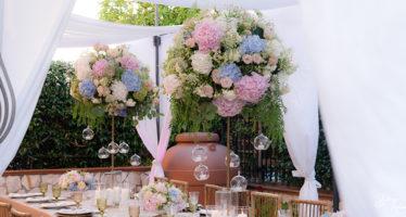 Allestimento dei tavoli al matrimonio: composizione rose e peonie