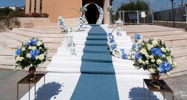 Allestimenti floreali blu per matrimonio