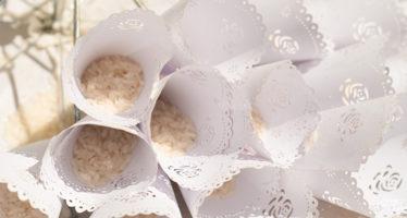 Il lancio del riso agli sposi