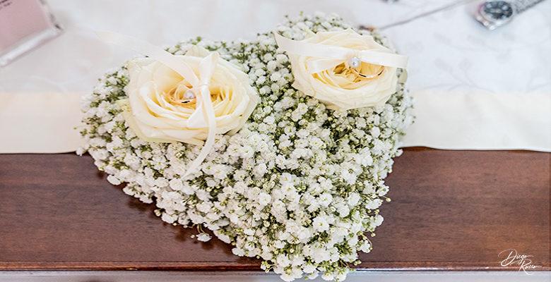 Cuscino porta fedi con fiori freschi: nebbiolina bianca